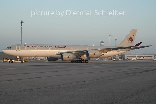 2010-12-30 A7-HHH Airbus A340-500 Qatar Government