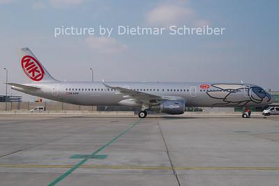 2011-02-25 OE-LEW AIrbus A321 Flyniki