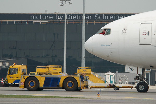 2011-04-28 OE-LPD Boeing 777-200 Austrian AIrlines