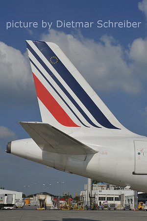 2011-09-28 F-GJVW Airbus A320 AIr France