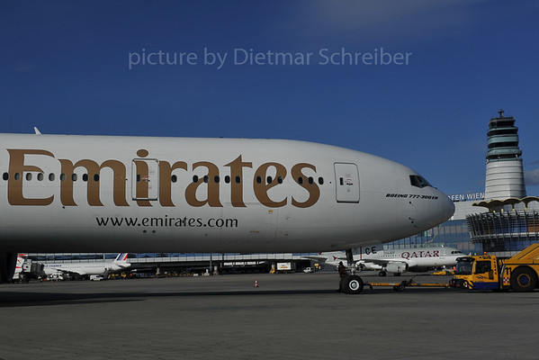 2012-02-27 A6-ECE Boeing 777-300 Emirates