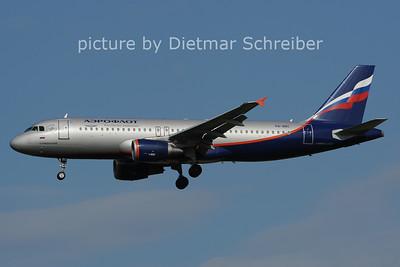 2012-07-30 VQ-BBC Airbus A320 Aeroflot