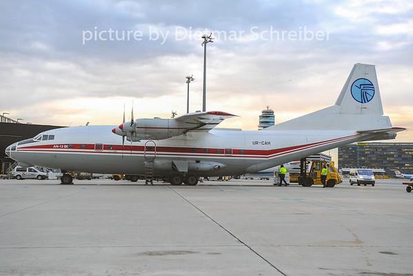 2012-11-29 UR-CAH Antonov 12