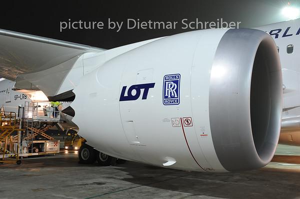 2012-12-22 SP-LRB Boeing 787-8 LOT