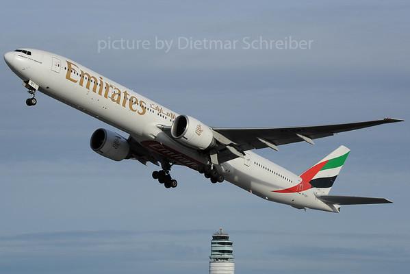 2013-01-30 A6-EBT Boeing 777-300 Emirates