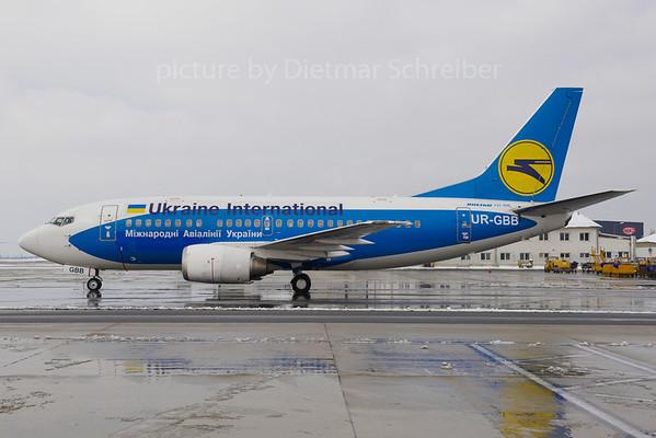 2013-03-27 UR-GBB Boeing 737-500 Ukraine International