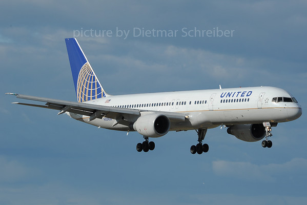 2013-06-05 N529UA Boeing 757-200 United Airlines