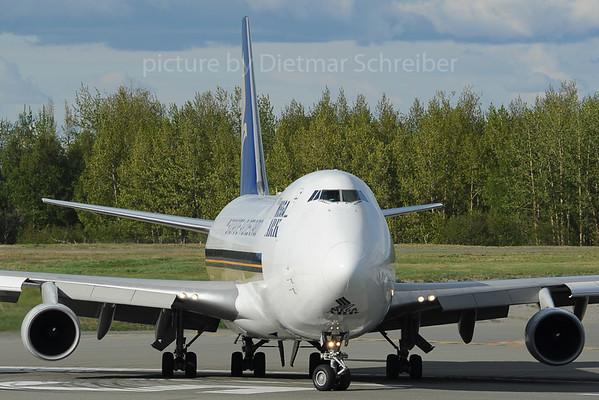 2013-06-05 9V-SFJ Boeing 747-400 Singapore AIrlines