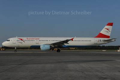 2013-07-29 OE-LBB Airbus A321 Austrian Airlines