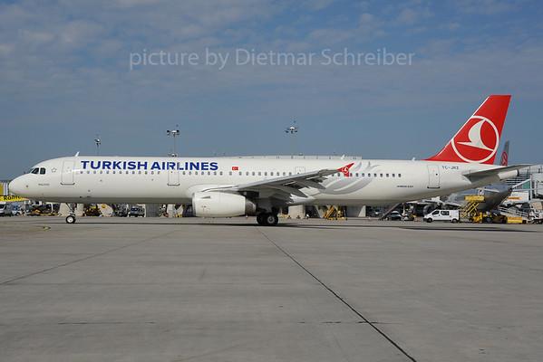 2013-08-29 TC-JRZ Airbus A321 THY