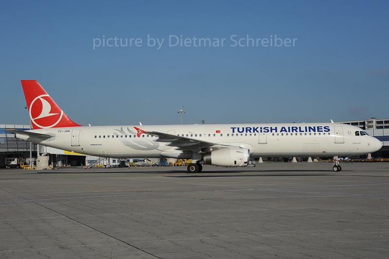 2013-10-31 TC-JRN Airbus A321 THY