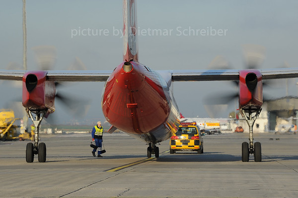 2013-10-31 D-ABQB Dash 8-400 Air Berlin