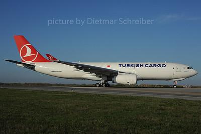 2013-10-31 TC-JCI Airbus A330-200 THY