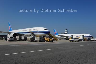 2014-04-30 B-2042 Boeing 777-200 China Southern