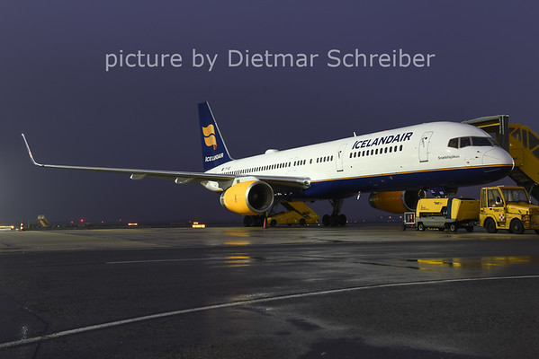 2014-11-28 TF-ISD Boeing 757-200 Icelandair