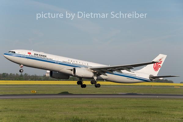 2015-04-30 B-5946 AIrbus A330-300 Air China