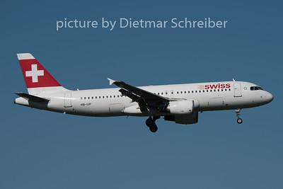 2015-08-29 HB-IJF Airbus A320 Swiss