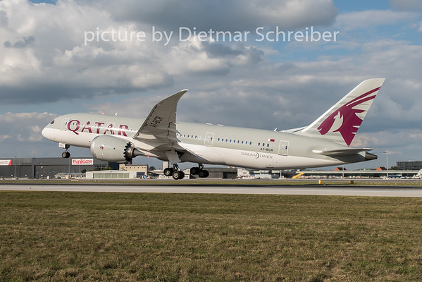 2015-09-29 A7-BCR Boeing 787-8 Qatar Airways