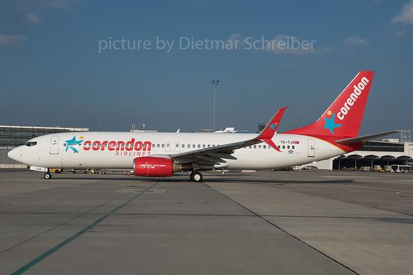 2015-10-30 TC-TJS Boeing 737-800 Corendon
