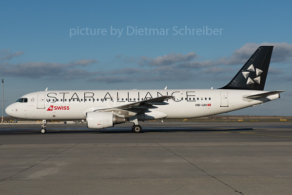 2015-11-24 HB-IJN Airbus A320 Swiss
