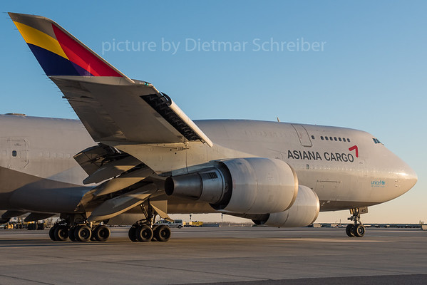 2015-11-24 HL7413 Boeing 747-400 Asiana Airlines