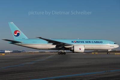 2016-01-22 HL8226 Boeing 777-200 Korean Air