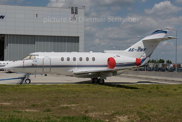 2016-06-28 A6-HWK Hawker 900