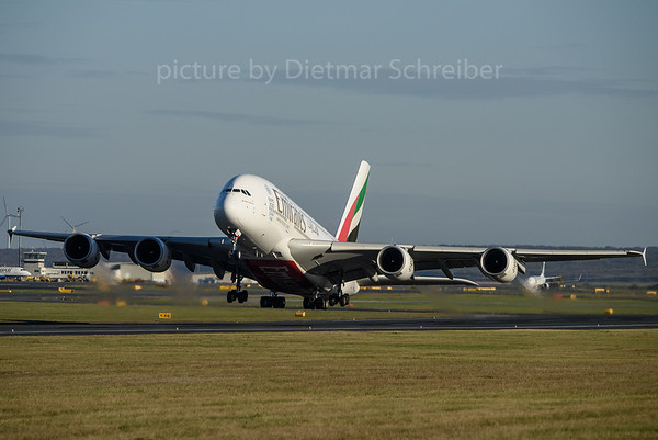 2016-10-31 A6-EEJ Airbus A380 Emirates