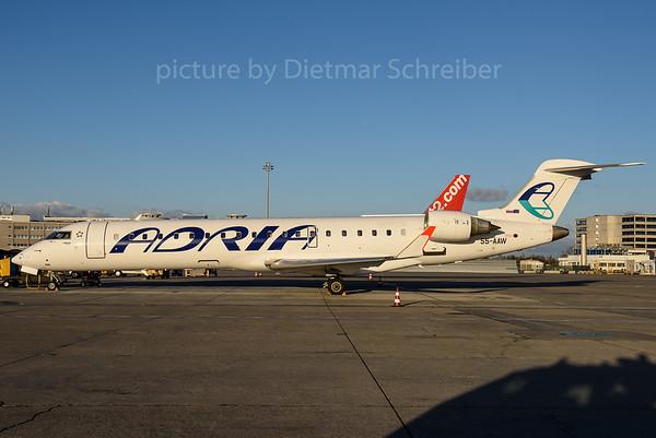 2016-11-28 S5-AAW Regionaljet 700 Adria Airways