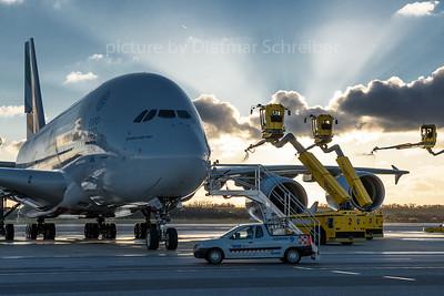 2016-11-28 A6-EOZ Airbus A380 Emirates
