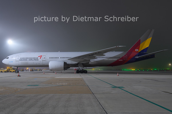 2020-11-24 HL8254 Boeing 777-200 Asiana AIrlines