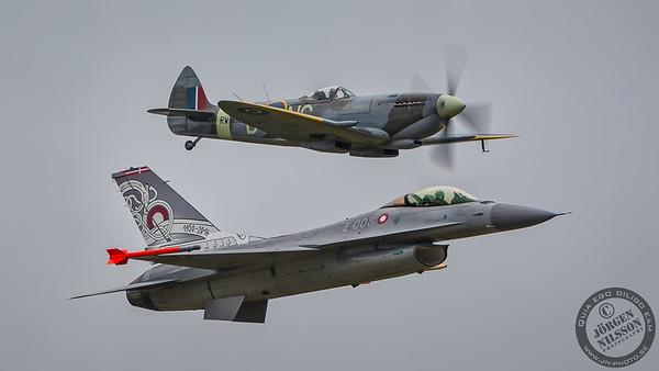 Spitfire XVI and F-16 Fighting Falcon