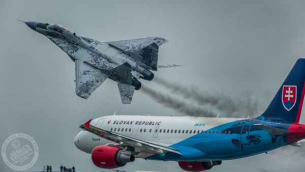Airbus ACJ319 and Mig 29