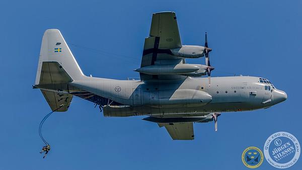 C-130 para-troop drop