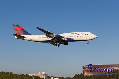 Delta 747-400 Final Approach