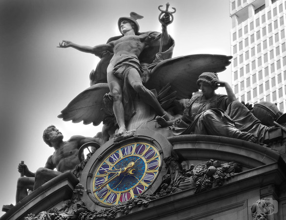 Statue of Hermes on top of Grand Central Terminal