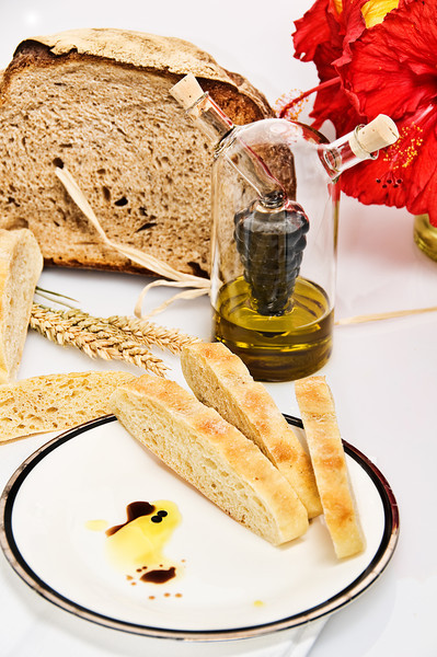 Fresh Bread with Balsamic and oil dipping sauce... yummy