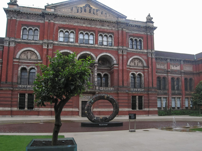 Next stop, the Victoria and Albert museum.  This is the V&A courtyard.
