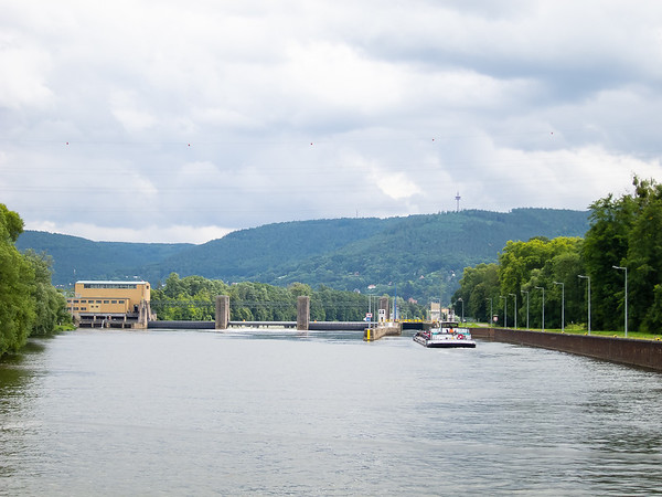 Here's a picture of an entire dam/lock complex, this one just before today's destination, Miltenberg.