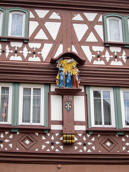 Lots of half-timbered buildings, with little statues.