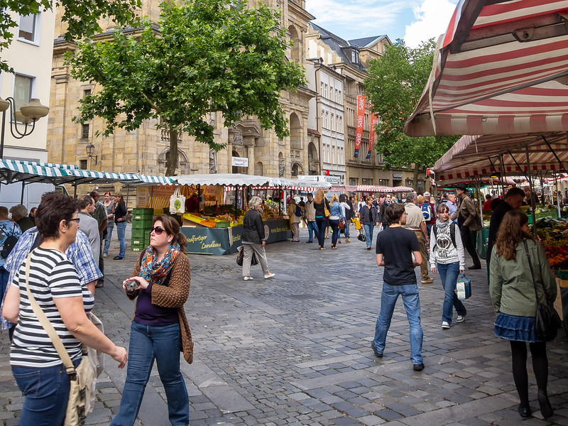 Our walking tour began at the Grüner Markt (Green Market).  Historically ... and currently ... a market plaza.