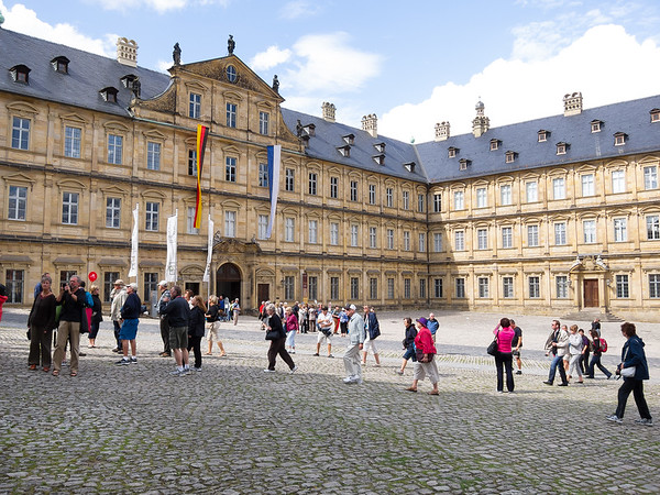 Next to the cathedral is Die Neue Residenz (the New Residence).  It served as the seat of the prince-bishops in the 17-th  and 18-th centuries.
