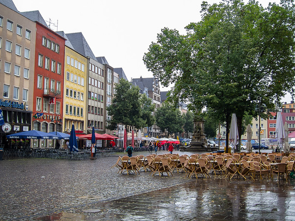 The day began with a walking tour.  The Alter Markt.