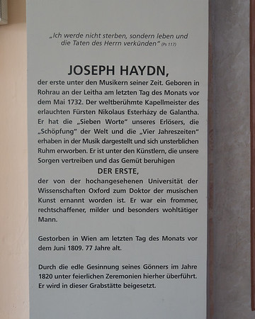 A translation (with a few expansions) of the Gravestone's Latin inscription ... into German, of course.