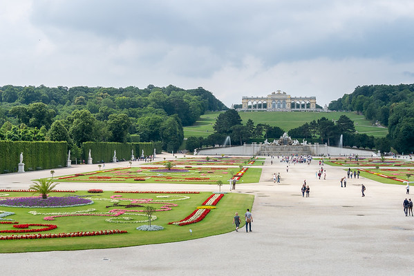 A huge parterre leads back to the Neptune fountain.  Above, the Gloriette.  Wooded sections to the sides.  It's all very impressive ...and built to be so.