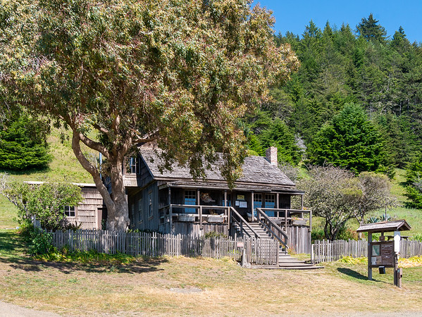Thursday, May 7.  I drove up to the Needle Rock Visitors Center.  It is an old ranch house built in the 1920's.  Today two volunteer docents live there.