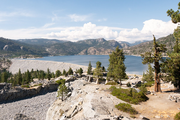 Next, a short excursion down by the Wishon Reservoir before heading up to Courtright.  No smoke here.   (I drove to the Crown Valley trailhead too, my start for a trip back in 1983.  Nothing really scenic or exciting.)
