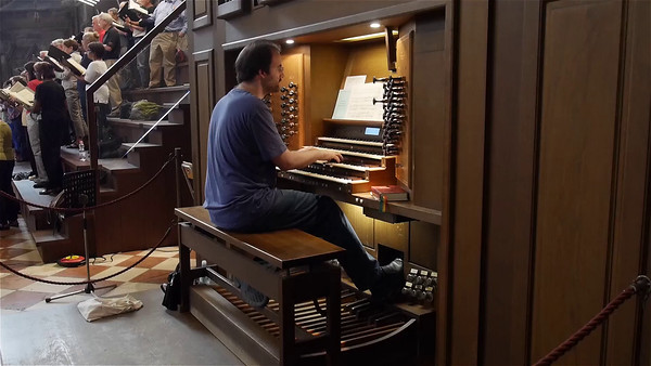 The organist on the end of the Rex tremendae. (0:39 video -- click to play.)