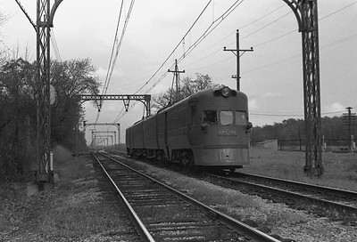 2018.008.CNSM.I.082--bruce meyer 35mm neg--CNS&M--electric interurban southbound Electroliner departing passing C&NW 400 train--Lake Bluff IL--1962 1000