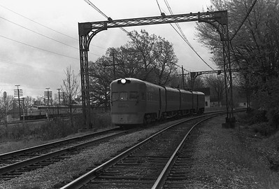 2018.008.CNSM.I.081--bruce meyer 35mm neg--CNS&M--electric interurban southbound Electroliner departing passing C&NW 400 train--Lake Bluff IL--1962 1000